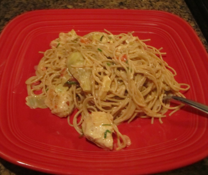 Spaghetti with chicken, artichokes and tomatoes